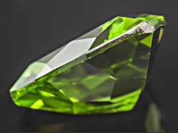 PET059<br>Manchurian Peridot Avg 4.50ct  11mm Trillion